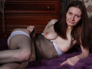 cam girl playing with vibrator BlueSafira