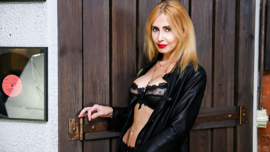 BlondySexyLadi | Cams Taxi69