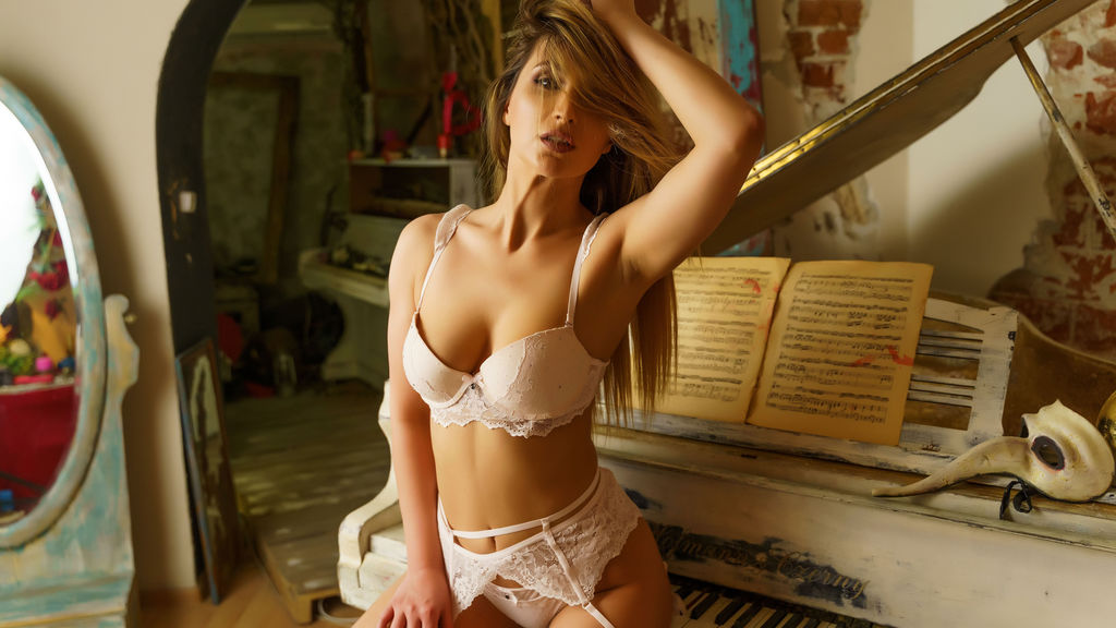 Watch the sexy PureBerenice from LiveJasmin at GirlsOfJasmin