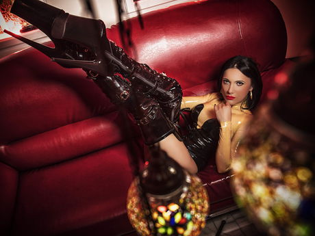 Live BDSM show with WandaDomme