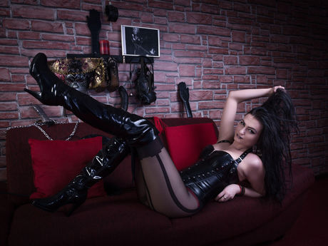 Live show with Mistress CruellaaDommee