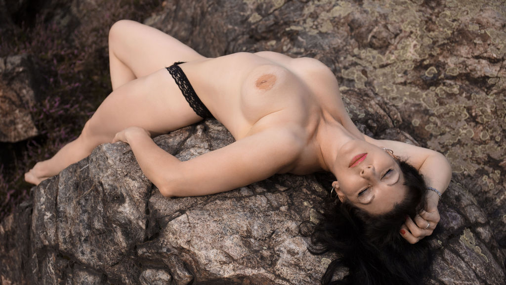 Sylvana69 online at GirlsOfJasmin