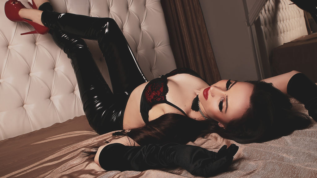 Watch the sexy RavishingRiley from LiveJasmin at GirlsOfJasmin