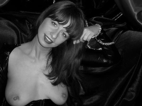 Live show with Mistress Santara4Fun