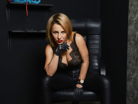 Live show with Mistress QueenOfWalllets