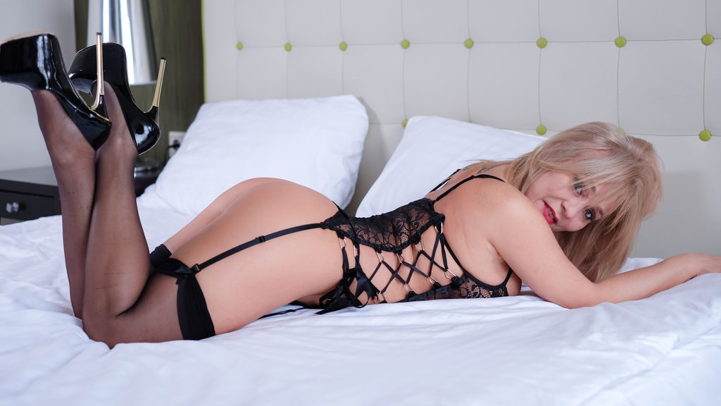 Watch the sexy EmilyBestMature from LiveJasmin at GirlsOfJasmin