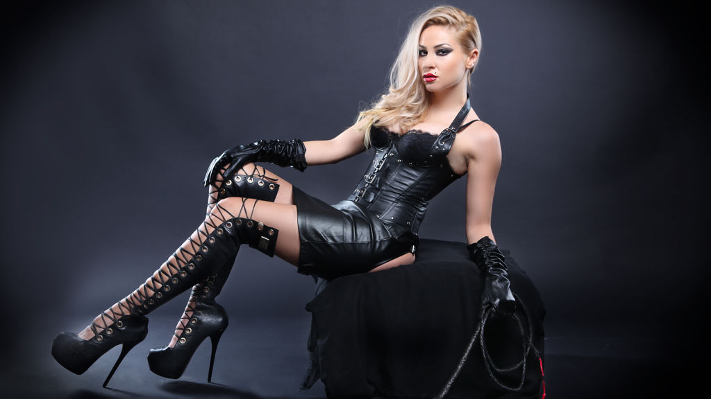 Watch the sexy QueenKrissa from LiveJasmin at GirlsOfJasmin