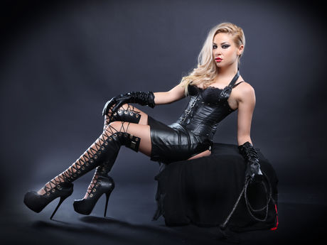 Live show with Mistress QueenKrissa
