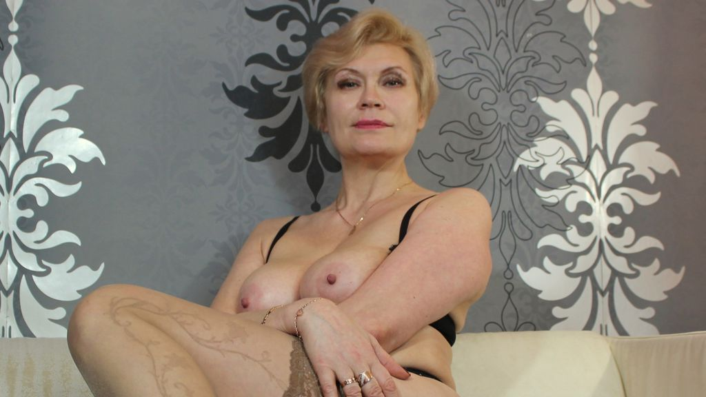 Cam Performer HOTsexyIRENE is online for chat