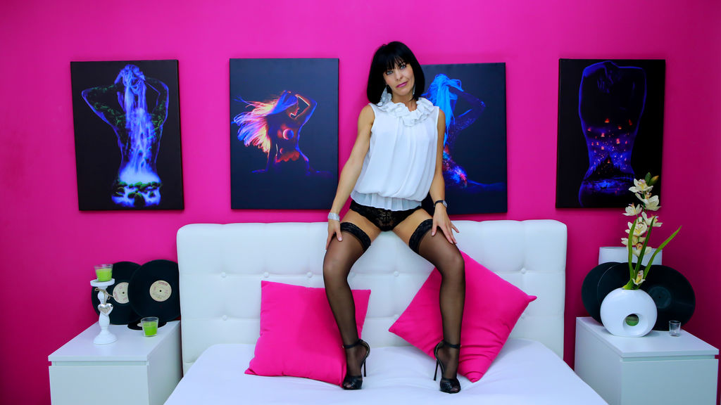 Discover and Live Sex Chat with FrancescaAdamy on Live Jasmin