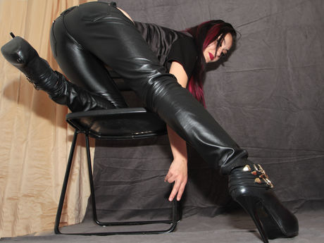 Live show with Mistress MissMadeleine