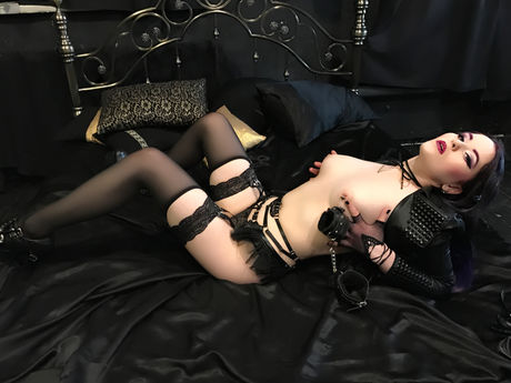 Live show with Mistress DoIIFaceMonica