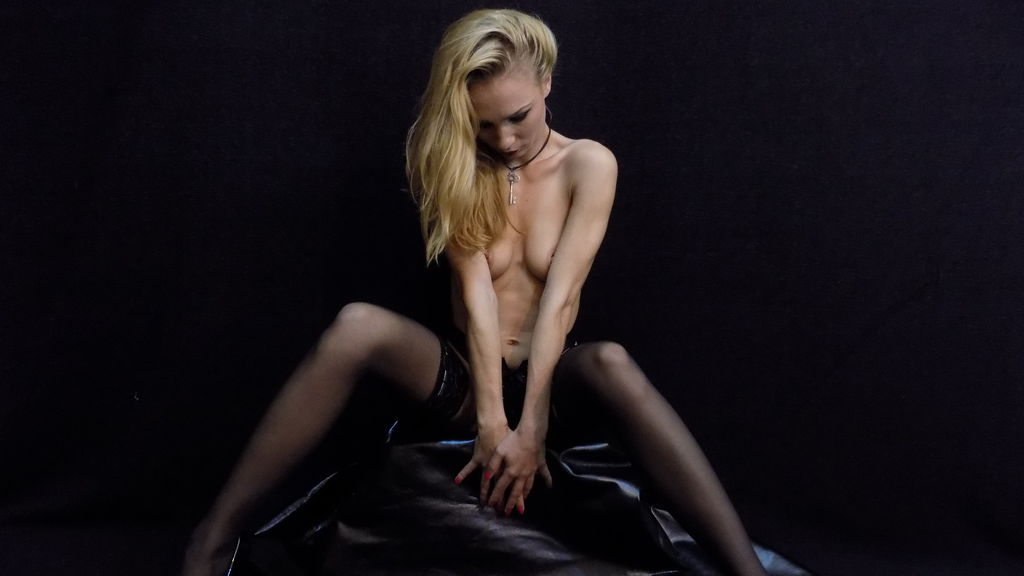 AlexisSLAVE online at GirlsOfJasmin
