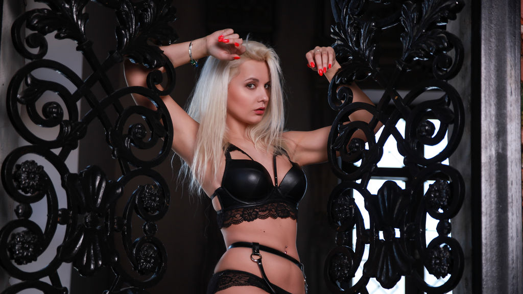 Watch the sexy LuxieBridges from LiveJasmin at PULA.ws