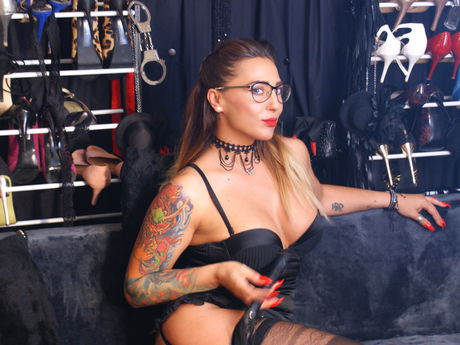 Live show with Mistress UniqueGoddess