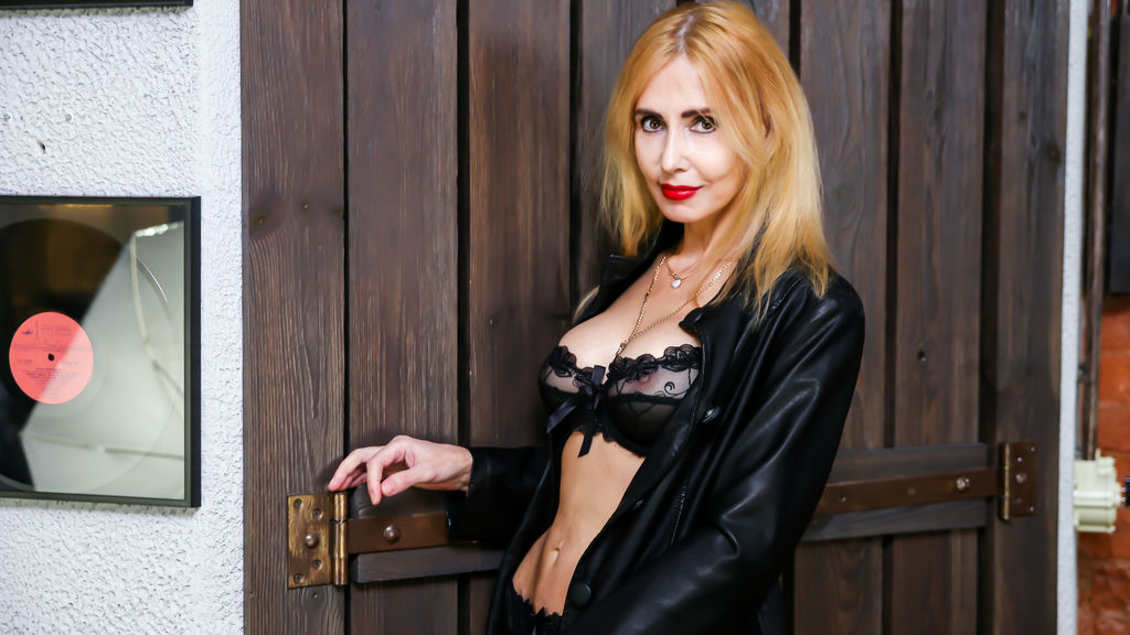 BlondySexyLadi online at GirlsOfJasmin